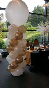 Ballonpilaar in wit en goud